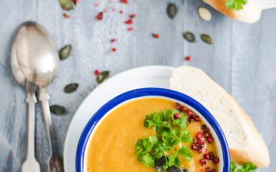 Sopas gostosas e nutritivas para aproveitar o inverno